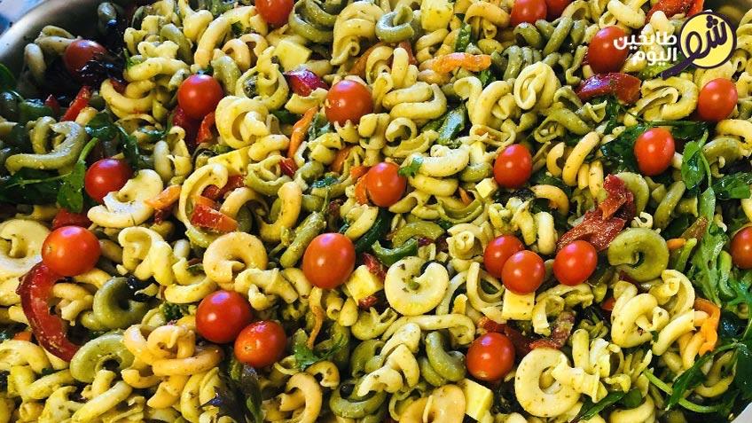 معكرونة-ملونة-بالسبانخ-والحبق-والزيتون-شو-طابخين-اليوم